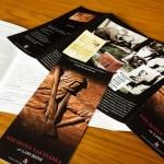 """Layout & formgivning: Folder om boken """"När hoten var starka"""""""